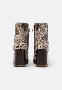 Tory Burch - RUBY BOOTIE - Kotníkové boty na platformě - aspen multicolor - 2