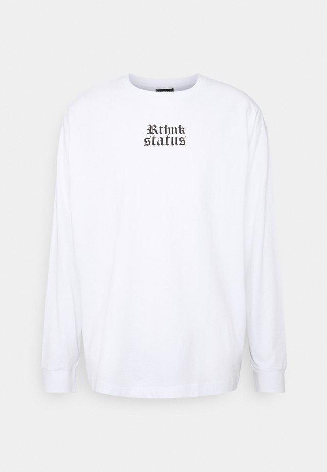 UNISEX REGULAR FIT - Camiseta estampada - white