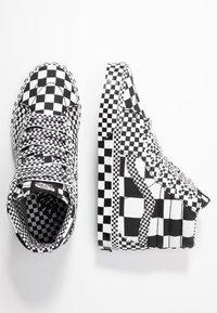 Vans - SK8 - Korkeavartiset tennarit - black/true white - 1