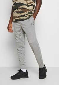 Puma - TRAIN TAPERED PANT - Pantalon de survêtement - medium gray heather - 0