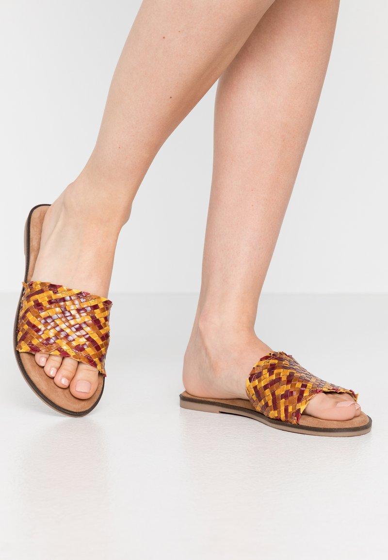 Tamaris - Pantofle - saffron