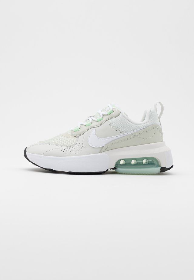 AIR MAX VERONA - Trainers - jade aura/white/platinum tint