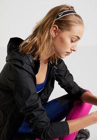 Nike Performance - MIXED HEADBANDS 3 PACK - Otros accesorios - black/white - 1