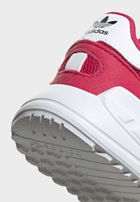 adidas Originals - LA TRAINER LITE SHOES - Trainers - pink - 8