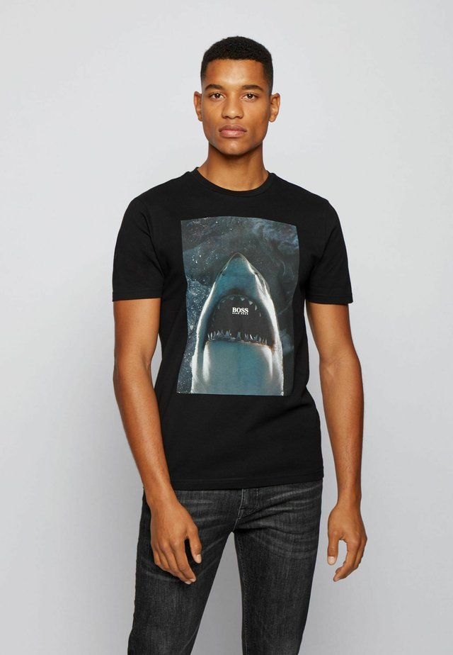 TNOAH 1 - T-shirt con stampa - black