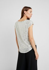 Dorothy Perkins - SEQUIN TEE - Blůza - champagne - 2