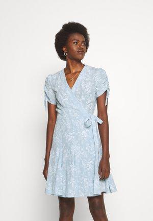 NAMI SHORT SLEEVE DAY DRESS - Day dress - light blue