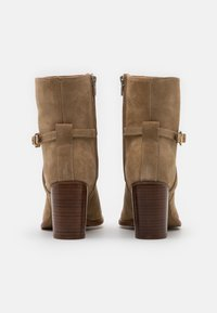 Zign - Classic ankle boots - light brown - 3