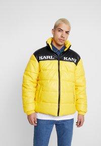 Karl Kani - RETRO BLOCK PUFFER JACKET - Zimní bunda - yellow/black - 0