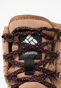Columbia - WHEATLEIGH SHORTY - Winter boots - daredevil - 5