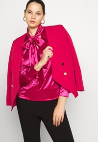 CAPSULE by Simply Be - OLIVIA NEW STYLE TROPHY - Blazer - red - 5
