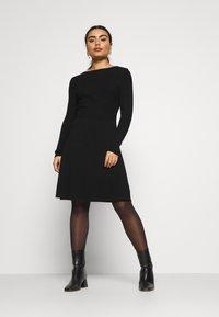 ONLY Petite - ONLSTRING DRESS - Pletené šaty - black - 1
