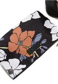 Jadyn B - LUNA DUFFEL - Weekendbag - magnolia black - 4