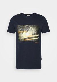 Redefined Rebel - AMARI TEE - Print T-shirt - navy - 4