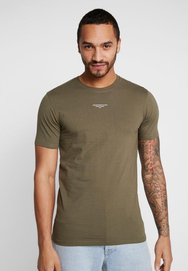 MUSCLE FIT - Print T-shirt - khaki