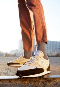 Nike Sportswear - DBREAK-TYPE - Trainers - light orewood brown/black/white - 2
