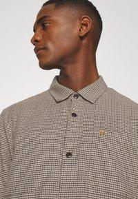 Farah - DEKKER CHECK OVERSHIRT - Shirt - beige - 5