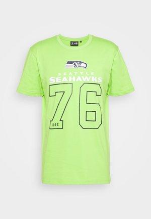 SEATTLE SEAHAWKS NFL ON FIELD GRAPHIC TEE - Club wear - acid green