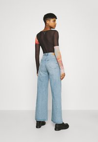 Weekday - AVERY - Džíny Relaxed Fit - washed blue - 2