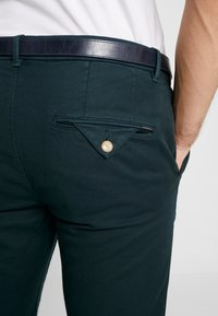 Scotch & Soda - MOTT CLASSIC GARMENT DYED - Chino - amalfi green - 5