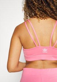 adidas Originals - BRA ORIGINALS ADICOLOR PRIMEGREEN TOP FITTED - Top - rose tone - 7
