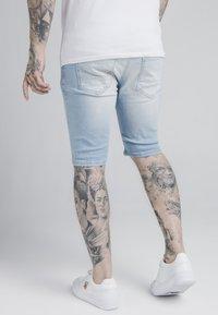 SIKSILK - DISTRESSED - Jeansshorts - light blue - 2