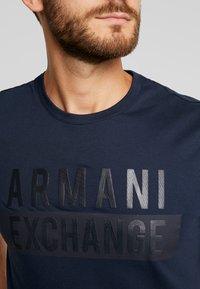 Armani Exchange - Print T-shirt - navy - 5