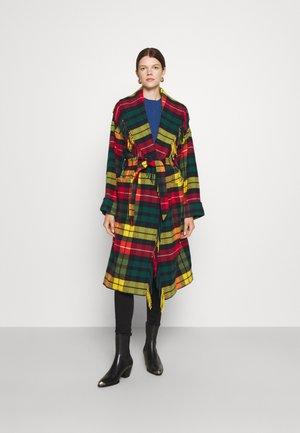COAT - Klasyczny płaszcz - red/yellow