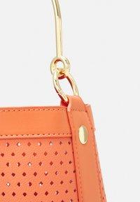 NAF NAF - RDOUDY - Handbag - hibiscus - 4