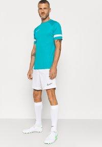 Nike Performance - ACADEMY 21 - T-shirt med print - aquamarine/white - 3