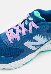 New Balance - 680 LACES UNISEX - Neutrální běžecké boty - blue - 5