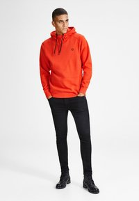 Jack & Jones - JCOPINN HOOD REGULAR FIT - Sweat à capuche - fiery red - 1