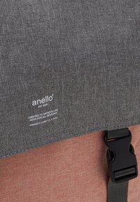 anello - SLIM FLAP BACKPACK UNISEX - Batoh - grey nude pink - 3