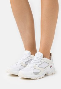Tommy Jeans - ARCHIVE RUNNER - Trainers - white - 0