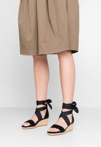 UGG - TRINA - Loafers - black - 0
