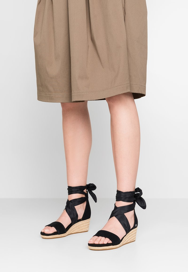 UGG - TRINA - Loafers - black