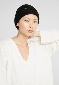 Michael Kors - CABLE CUFF HAT - Bonnet - black - 3