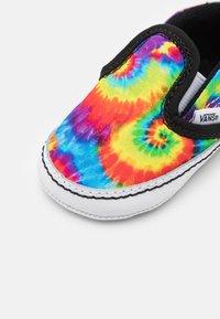 Vans - IN SLIP-ON V CRIB - First shoes - multicolor/true white - 5