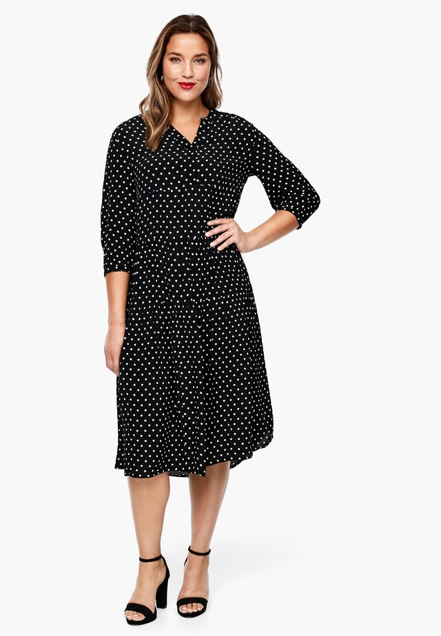 MIT PUNKTEMUSTER - Jersey dress - black dots
