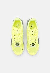 Puma - ULTRARIDE FM XTREME - Neutral running shoes - fizzy yellow/black/metallic silver - 3