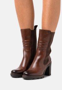 Marco Tozzi - Classic ankle boots - cognac antic - 0