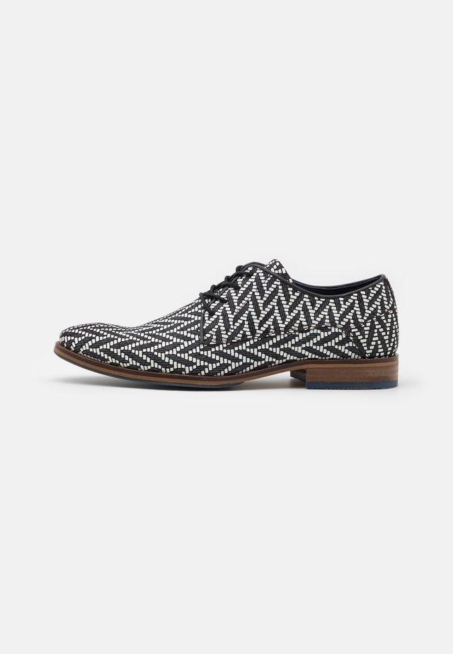 Šněrovací boty - navy/white
