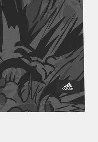 adidas Performance - TEE UNISEX - T-shirt print - black/white - 2