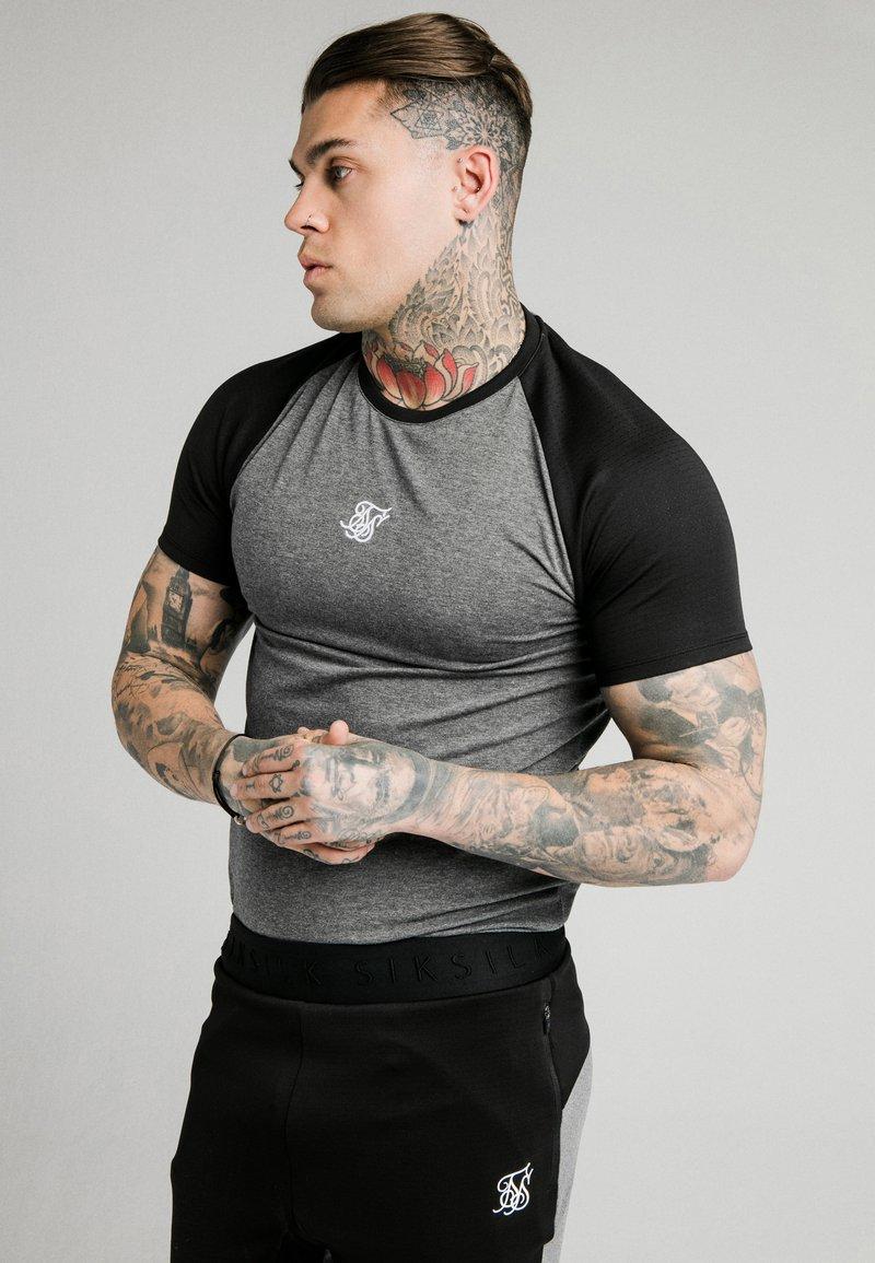 SIKSILK - ENDURANCE GYM TEE - Print T-shirt - black/grey