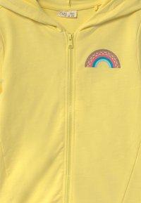 OVS - HOODY - Zip-up hoodie - limelight - 2