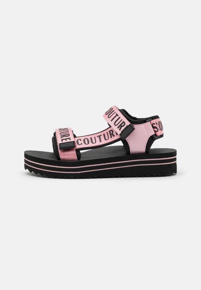 Sandały na platformie - rose
