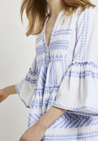 TOM TAILOR - MIT VOLANTS - Day dress - white blue large ikat design - 3