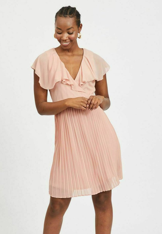 VIKATELYN PLEATED - Vestido de cóctel - misty rose