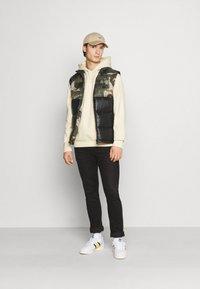 adidas Originals - VEST - Waistcoat - campri/black - 1