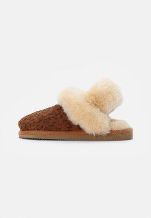 HELSINGBORG - Pantoffels - chestnut